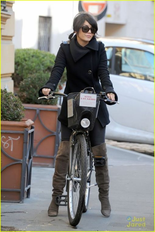 N∞93451 Rome/Italy February 26th, 2012 Exclusive Vanessa Hudgens and Austin Butler on holidays in Rome. Vanessa Anne Hudgens