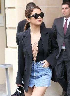 Selena Gomez seen leaving the Royal Monceau Hotel in Paris. March 8th 2016 8 March 2016. Please byline: Vantagenews.com